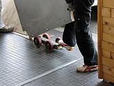 (12) 職人さんオリジナルの石板運びミニ台車